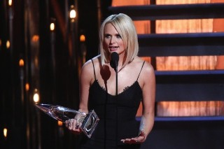 2014 CMA Awards: Miranda Lambert Wins Big, Ariana Grande & Meghan Trainor Perform