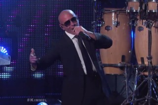 """Pitbull And Ne-Yo Perform """"Time Of Our Lives"""" On 'Jimmy Kimmel Live': Watch"""
