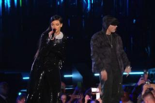 """Rihanna & Eminem Perform """"Monster"""" At Concert For Valor: Watch"""