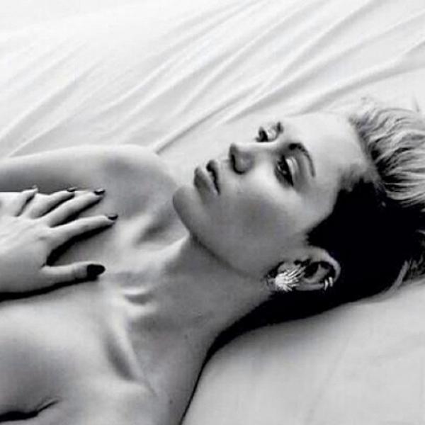 miley cyrus rihanna naked