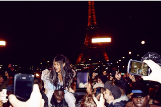 """Rihanna Meets With Fans For Mystery """"#R8 Experience"""" In Paris: Morning Mix"""