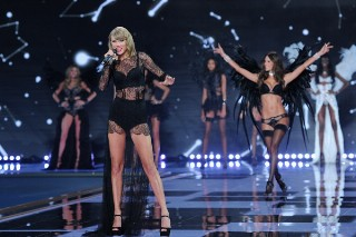Taylor Swift Rocks Two Sexy Ensembles At The Victoria's Secret Fashion Show, Takes A Selfie With Ariana Grande