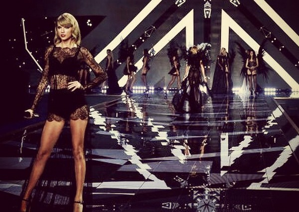 Taylor Swift's Sexy Victoria's Secret Performance