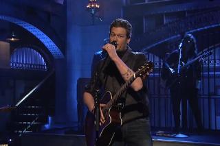"Blake Shelton Performs ""Neon Light"" & ""Boys 'Round Here"" On 'Saturday Night Live': Watch"