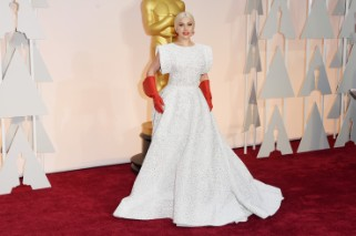 Academy Awards 2015: Lady Gaga Dons Red Gloves On The Oscars Red Carpet (7 PHOTOS)