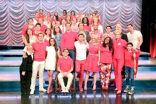 'Glee' Cast Posts Photos From Their Final Day On The Set: See All Their Pics