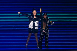 Katy Perry's Super Bowl 2015 Halftime Performance: Review Revue
