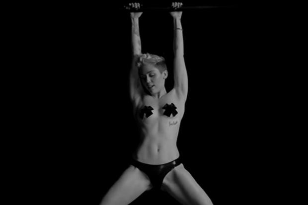from Ignacio miley cyrus naked sexy moving photos