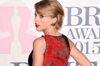 Taylor Swift Sizzles In A Dragon Dress On The Red Carpet Of The 2015 BRIT Awards: 10 Photos