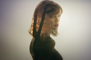 "Taylor Swift Premieres Her ""Style"" Video: Watch"