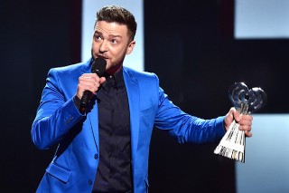 Justin Timberlake Accepts 2015 iHeartRadio Music Innovator Award: Watch