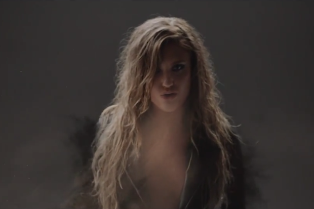 """Ella Henderson Plays With The Elements For Her """"Mirror Man"""" Video: Watch"""