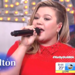 Kelly Clarkson Performs On 'GMA'