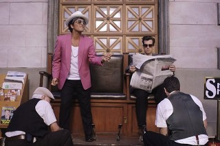 "Mark Ronson's ""Uptown Funk (Feat. Bruno Mars)"" Stays At #1 On Billboard Hot 100 For 12th Week, Flo Rida Returns For First Time Since 2012"