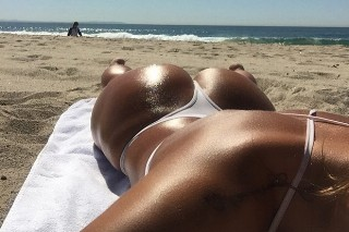 The Week In Pop-Star Thirst Traps: Niykee Heaton's Butt, Shirtless Dudes & A Sexy Selena Gomez Pose