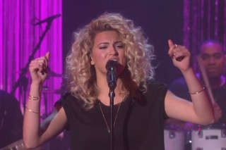 "Tori Kelly Performs Breakthrough Hit ""Nobody Love"" On 'The Ellen DeGeneres Show': Watch"