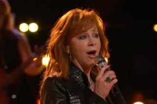 """'The Voice': Reba McEntire Performs """"Going Out Like That,"""" Top 8 Revealed"""