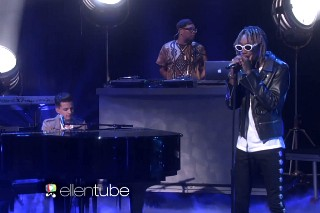"""Wiz Khalifa & Charlie Puth Give Emotional Performance Of """"See You Again"""" On 'Ellen': Watch"""