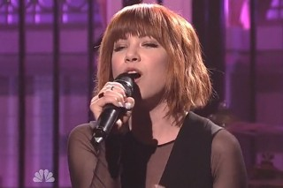 """Carly Rae Jepsen Performs """"I Really Like You"""" And """"All That"""" On 'Saturday Night Live'"""