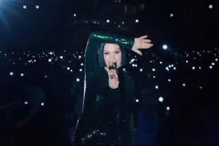 "Jessie J Releases ""Flashlight"" Video From 'Pitch Perfect 2′: Watch"
