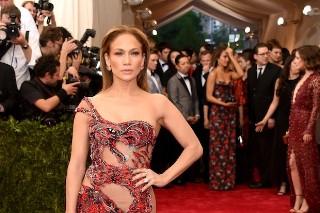 Met Gala 2015: Jennifer Lopez Is Red-Hot In Curve-Hugging Versace Dress (7 Photos)