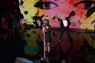 """Carly Rae Jepsen Performs """"I Really Like You"""" On 'Dancing With The Stars': Watch"""