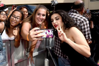 Billboard Music Awards 2015: Charli XCX Is A Vision In Black On The Red Carpet
