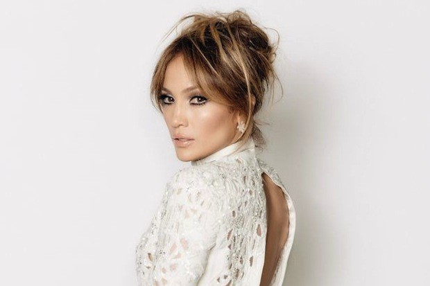 Jennifer-Lopez-FOX-American-Idol-XIV-2015-White-Jumpsuit