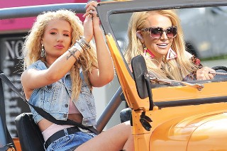 "Britney Spears And Iggy Azalea's ""Pretty Girls"" Video Is Hilarious (And Adorable) Without Music: Watch"