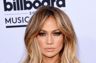 Jennifer Lopez Set To Host & Perform At American Music Awards 2015