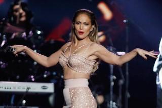 Jennifer Lopez Pays Tribute To Selena Quintanilla At 2015 Billboard Latin Music Awards: Watch