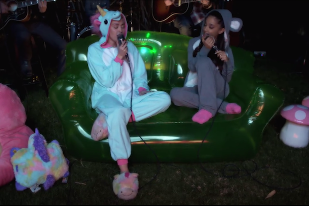 miley-cyrus-ariana-grande-happy-hippie-performance-onesies