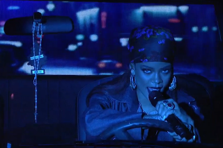 "Rihanna Performs ""Bitch Better Have My Money"" & ""American Oxygen"" On 'Saturday Night Live': Watch"
