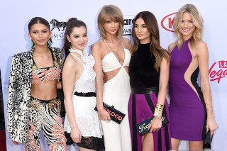 "Billboard Music Awards 2015: Taylor Swift Brings Her ""Bad Blood"" Crew To The Red Carpet"