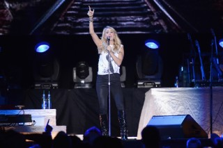 """Watch Carrie Underwood Rap Through A """"See You Again"""" Mashup"""