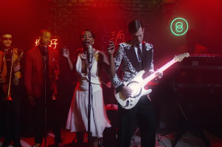 "Mark Ronson & Keyone Starr Get In The Groove For Their ""I Can't Lose"" Video: Watch"