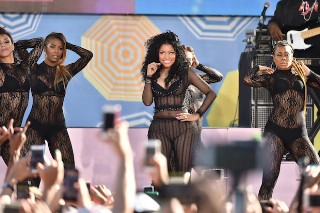 "Nicki Minaj Performs ""Feeling Myself"" & ""The Night Is Still Young"" On 'Good Morning America': Watch"