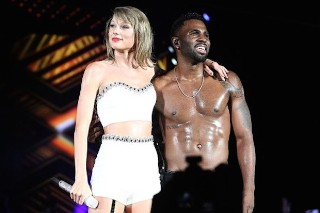 "Jason Derulo Joins Taylor Swift At '1989' Concert For A ""Want To Want Me"" Duet: Watch"