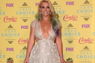 Britney Spears' Boobs Were On Full Display At The 2015 Teen Choice Awards: 10 Photos