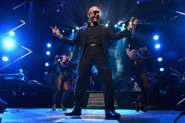 pitbull perform 2015