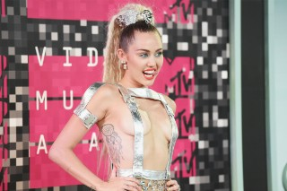 MTV Video Music Awards 2015: Miley Cyrus Shows Off Boobs, Ass With Semi-Nude Red Carpet Romp