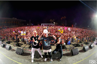 "Justin Bieber Joins Jack Ü For ""Where Are Ü Now"" At HARD Summer Festival"