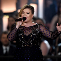 Watch Kelly Clarkson Cover Miley's