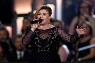 Kelly Clarkson Cancels A String Of Piece By Piece September Tour Dates