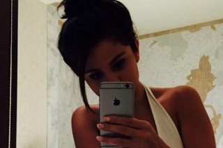 V. Important News Alert: Selena Gomez Underwear Selfie