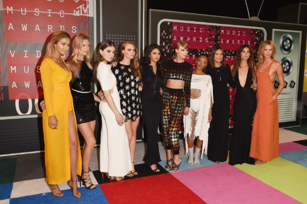Taylor Swift Stuns At 2015 MTV Video Music Awards