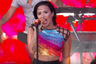 """Demi Lovato Stays """"Cool For The Summer"""" On 'Jimmy Kimmel Live': Watch"""