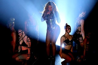 "Beyoncé's ""Crazy In Love"" Remix Is Now On iTunes and Spotify"