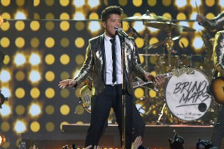 Bruno Mars Has An Offer To Be Super Bowl 50's Halftime Headliner (Again)