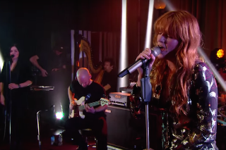 """Florence + The Machine Cover Jack Ü's """"Where Are Ü Now"""" For BBC Radio 1 Live Lounge: Watch"""